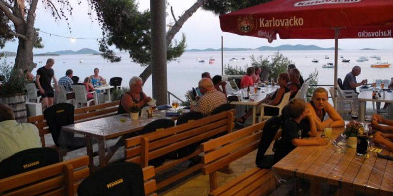 Terrasse Restaurant Camping Kroatien